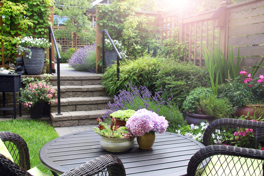 Simple ideas for small front gardens - Barratt Homes