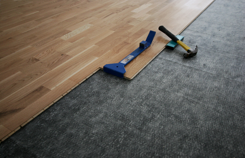 Laying down a laminated wooden floor
